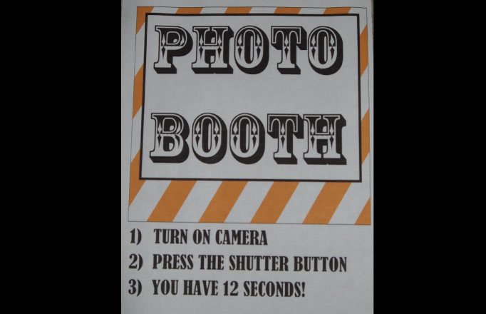 DIY Halloween Decor - DIY Photobooth